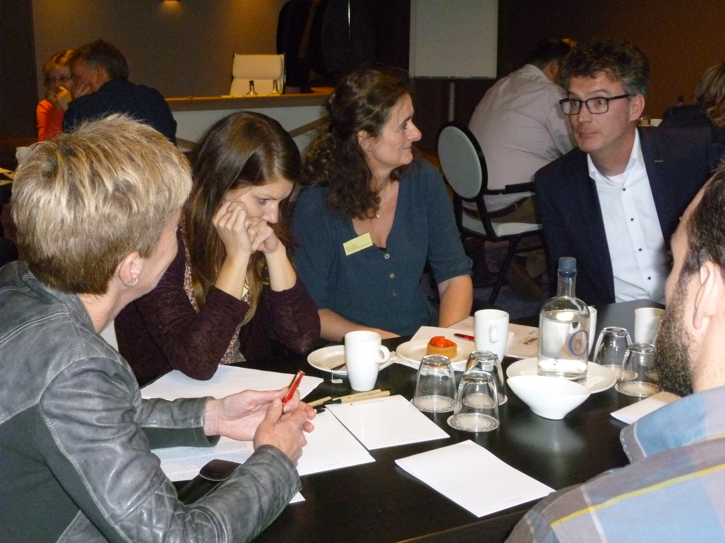 Groepsgesprek tijdens Netwerkbijeenkomst in Apeldoorn